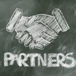 パートナーズ握手の画像