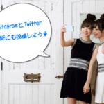 SNSに投稿する自撮りする2人の女性の画像