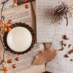 紙と秋の気配の画像