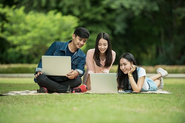 3人の大学生
