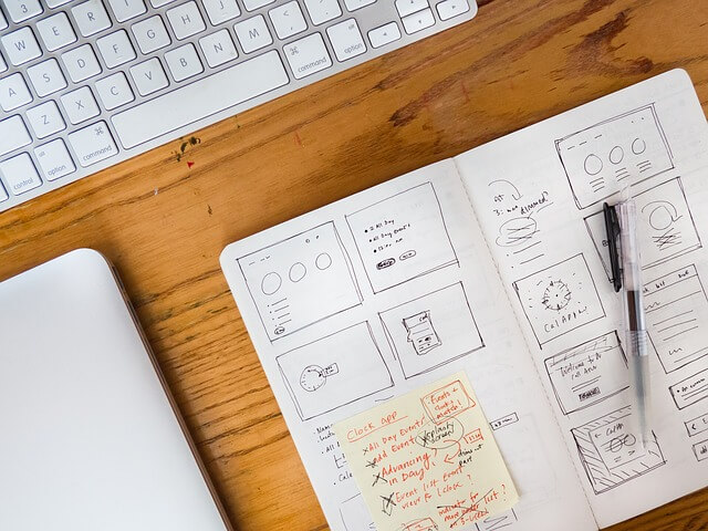 設計書とパソコン