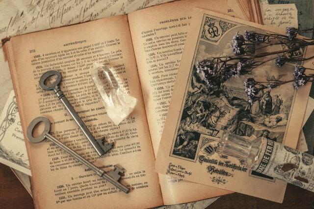 秘密のカギと地図